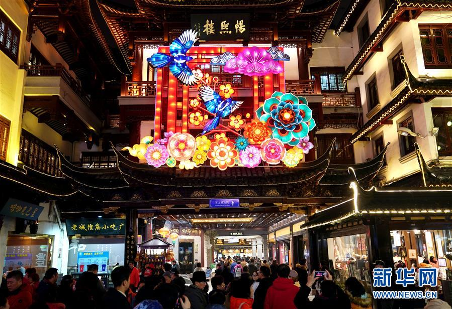(社会)(3)上海豫园:灯海人潮迎新春