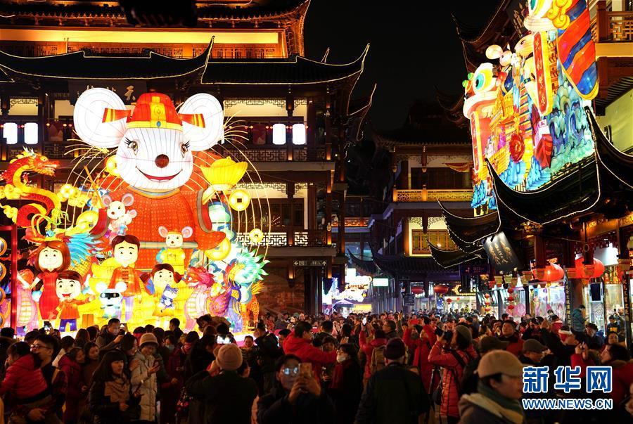 (社会)(5)上海豫园:灯海人潮迎新春