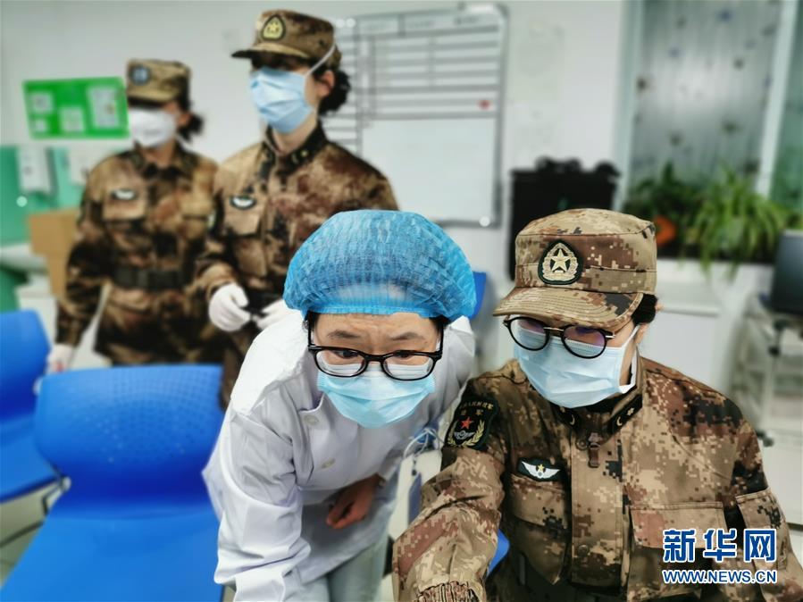 (新华全媒头条·图文互动)(7)新华社评论员:危难时刻,党员干部要挺身而出——论坚决打赢疫情防控阻击战
