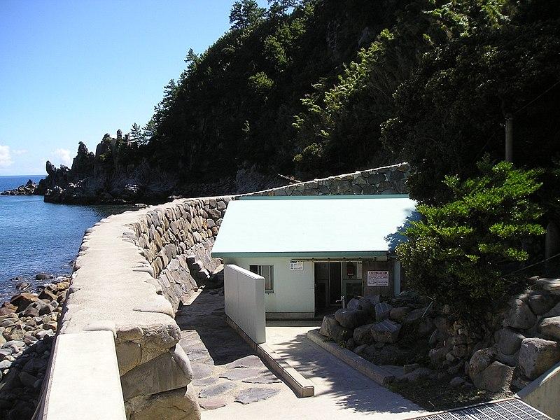 800px-Nemachi_Spa_Kuchi-Erabu_Island_Kagoshima_JAPAN.jpg