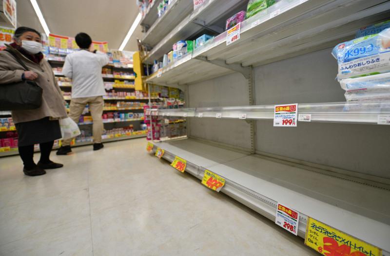 <b>商店排长队 库存告急...日本口罩供货不足引担忧</b>