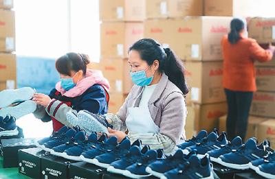 中国外贸能顶住冲击