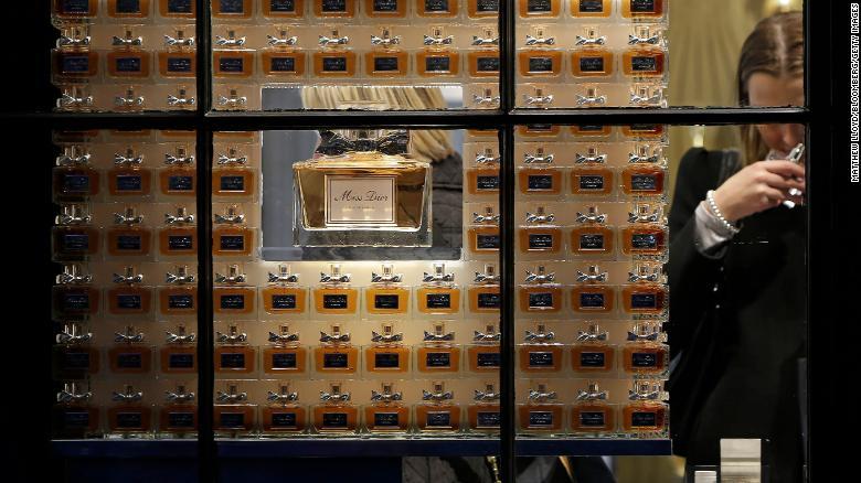 200315173401-dior-perfume-restricted-exlarge-169.jpg