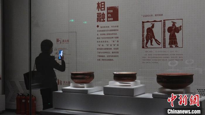 图为民众在博物馆内参观。 党田野 摄