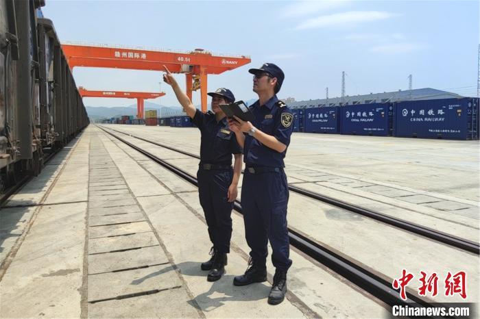 """首班""""深赣欧""""班列抵达赣州港预计20天后到达德国"""