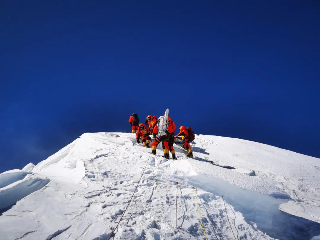 5月27日,2020珠峰高程测量登山队成功登顶世界第一高峰珠穆朗玛峰。.jpg