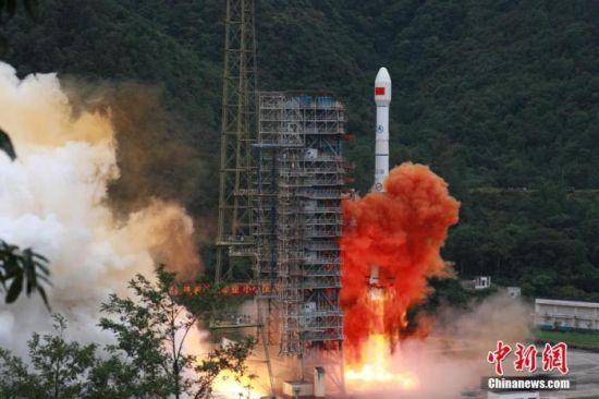 北京时间6月23日9时43分,中国在西昌卫星发射中心用长征三号乙火箭发射北斗三号全球卫星导航系统最后一颗组网卫星。 胡煦劼 摄