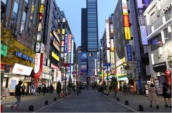 日本街头.png