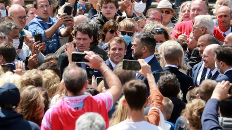 Le-president-francais-Emmanuel-Macron-apres-avoir-vote-lors-du-scond-tour-des-municipales-le-28-juin-2020-au-Touquet-370238.jpg