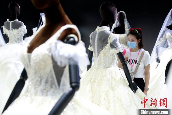 """上海国际婚纱摄影展""""复工""""""""云展零距离""""探索展会新模式"""
