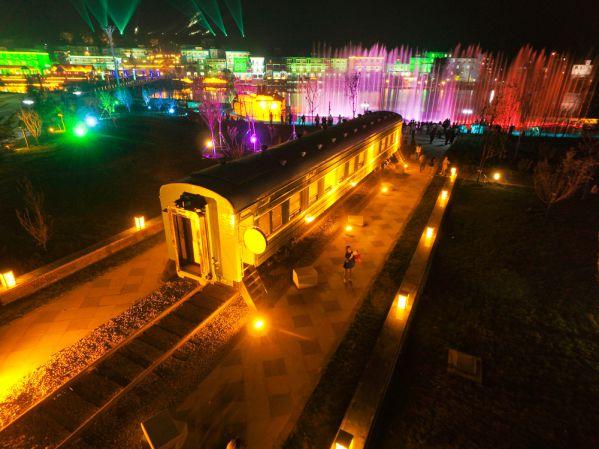 野三坡王牌景点百里峡香雪广场夜色