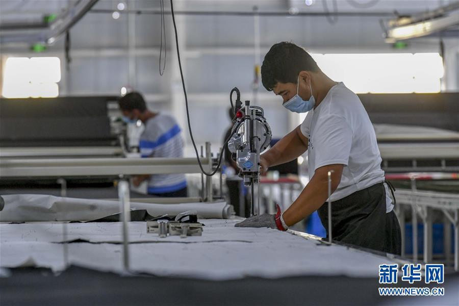(聚焦疫情防控·图文互动)(9)乌鲁木齐抗疫有保障 天山南北生产建设有序开展