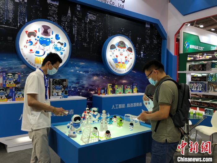 深圳国际玩具展开展 郭军 摄