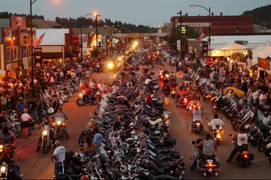 看不下去了:美国印第安族称将阻止参加摩托车集会的骑行者96.png
