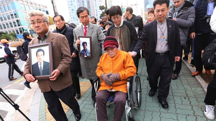 """海外网评:日韩关系迎来""""命运之月""""_英国新闻_英国华人网"""