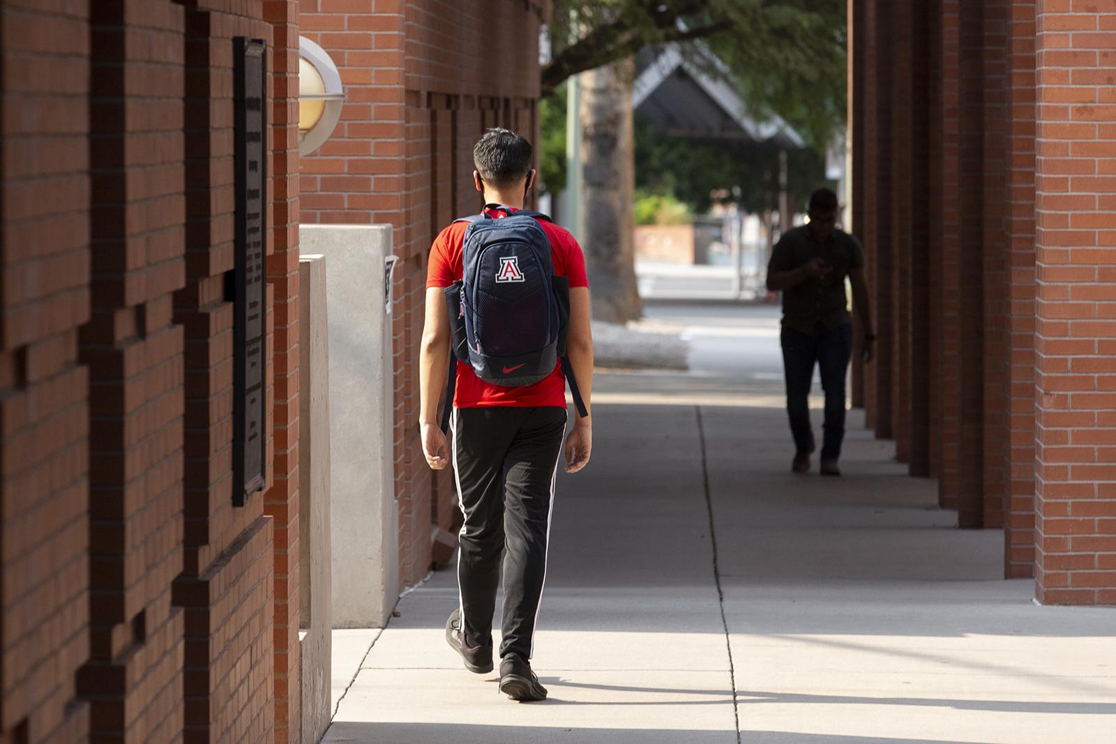CNN:美国高校超2.5万人感染新冠病毒 - 原创 - 海外网