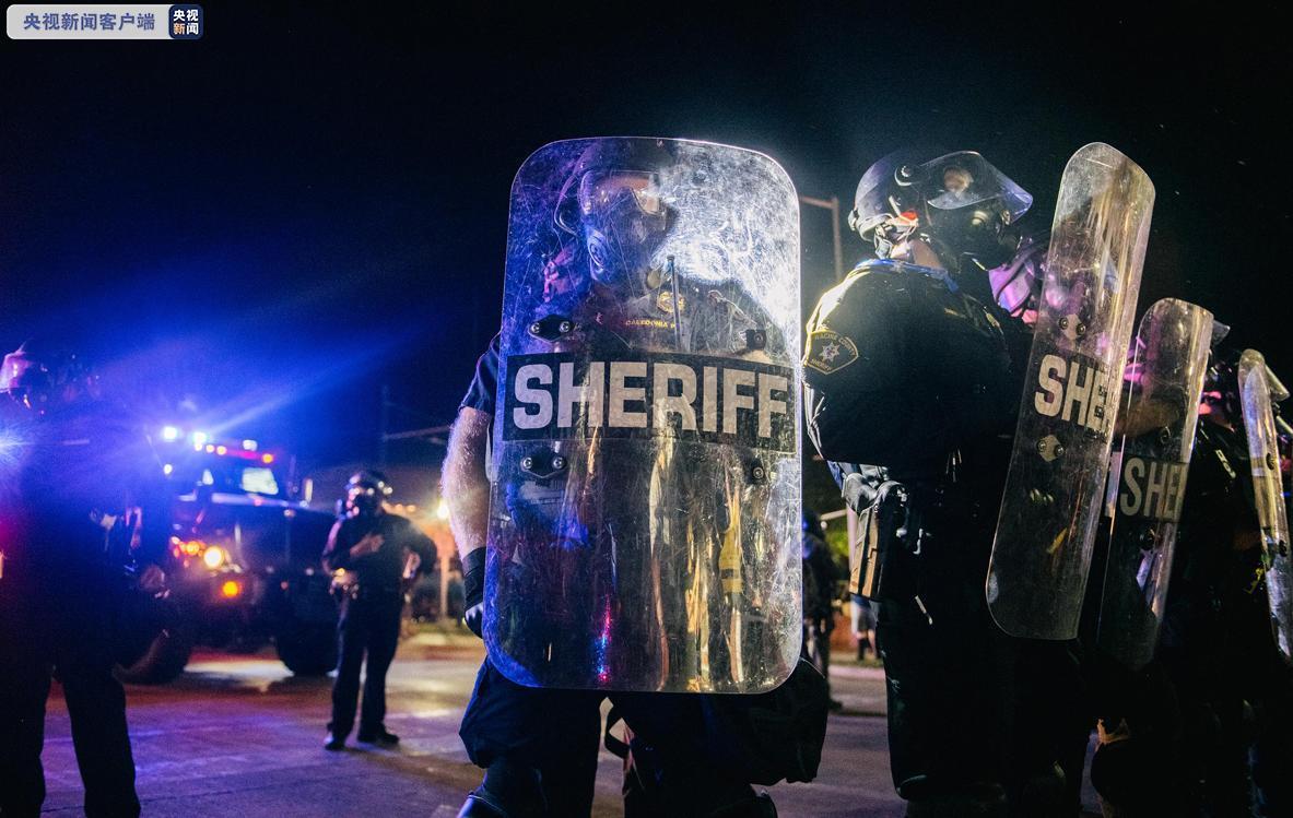 美国警方在基诺沙逮捕200余名抗议示威者 其中近半数来自外地 - 资讯 - 海外网