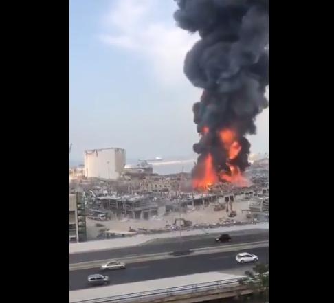 黎巴嫩贝鲁特港口发生大火 黑烟滚滚(图) - 原创 - 海外网