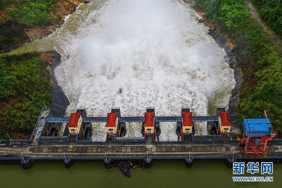 (国际·图文互动)(5)通讯:践行绿色发展 持续造福民生——记中国华电柬埔寨额勒赛水电站项目