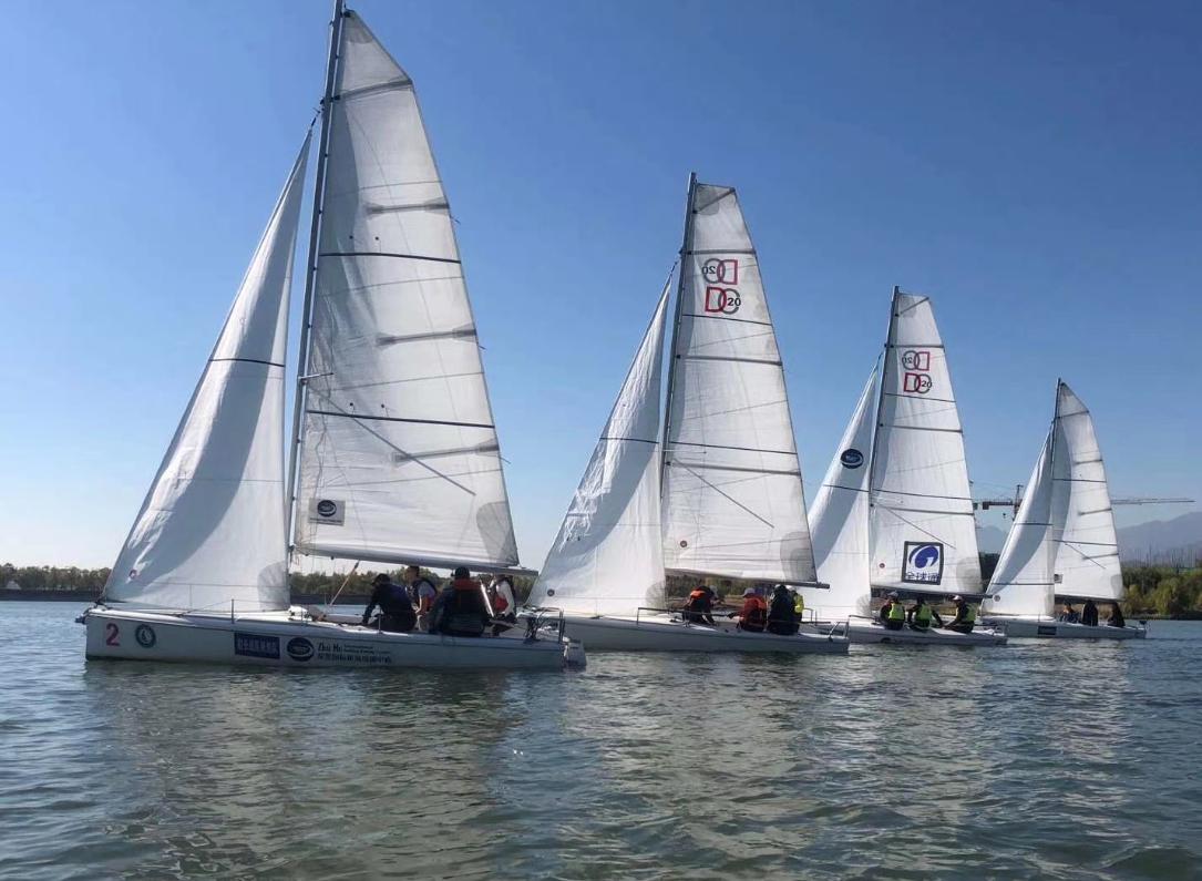 第二届北京国际帆船赛线上赛暨北京帆船公开赛在房山青龙湖举办