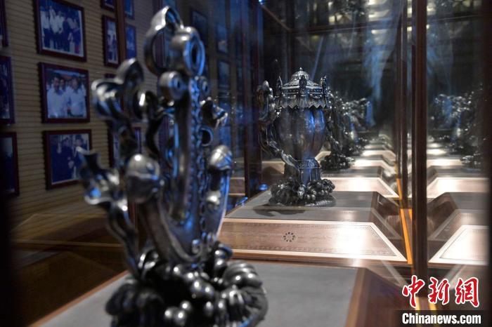 吉祥九宝用106公斤纯银打造而得,包括海螺、船锚等。 徐国荣 摄