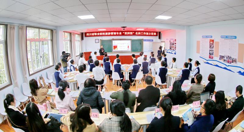 重庆旅游必去景点:78月份去适合哪里旅游