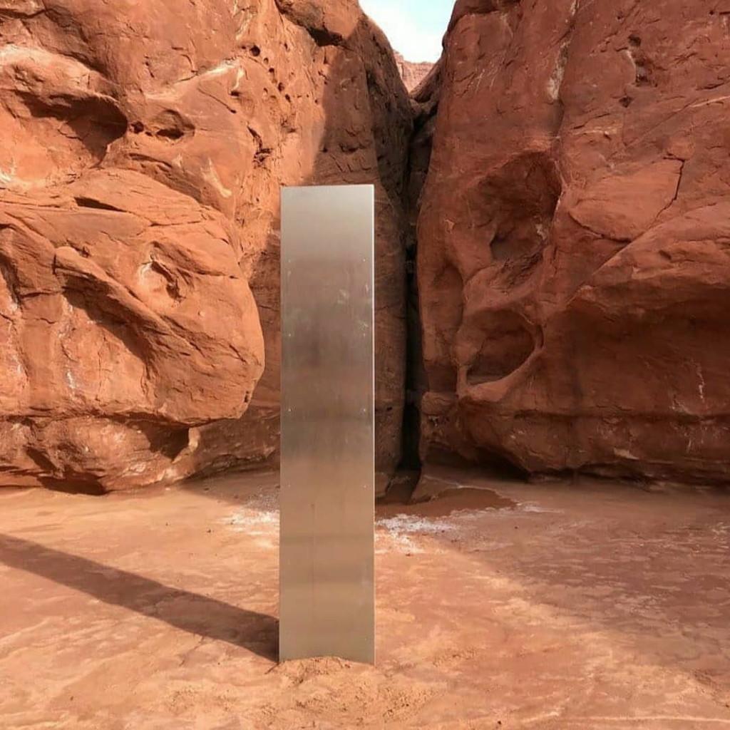 犹他州发现神秘金属巨石