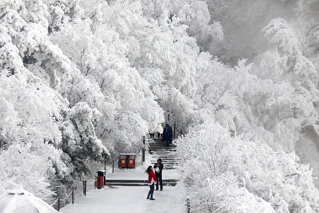 陕西渭南:雪后华山银装素裹