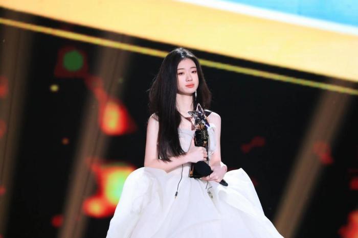 《2020中国好声音》巅峰之夜举行 单依纯获总冠军