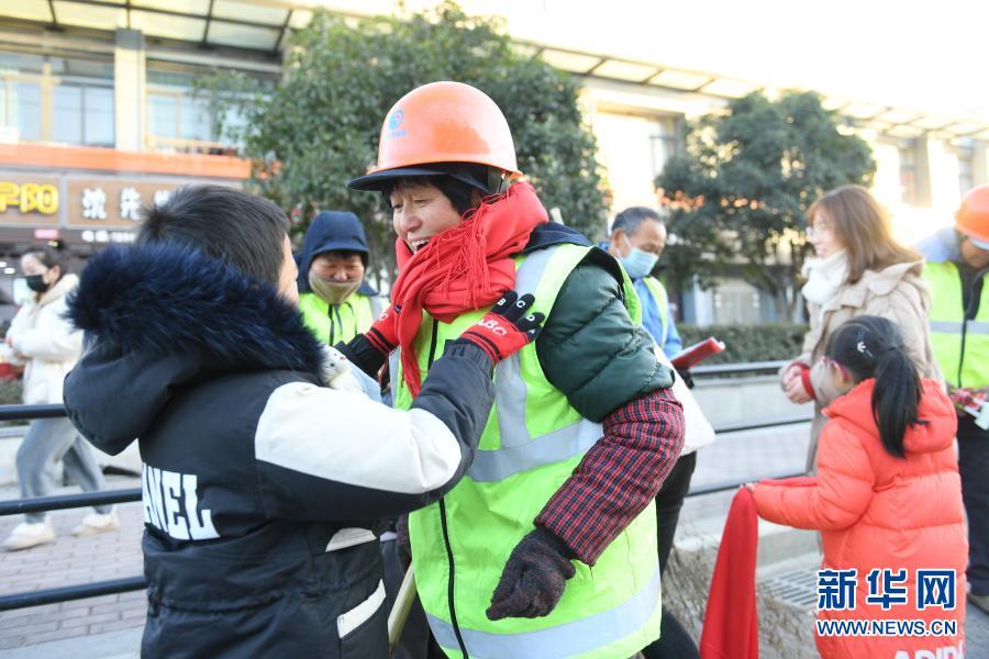 浙江湖州:寒冬送温暖