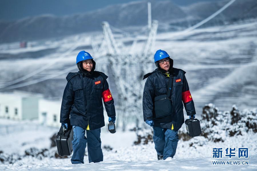 踏雪巡线保供电