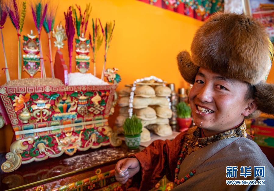 西藏日喀则:安置点里过新年