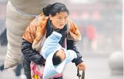 """【感人肺腑的中国故事⑲】""""春运母亲"""",找到你了!"""
