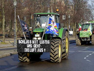 德农民开拖拉机齐聚街头 抗议环保提议及农业新政