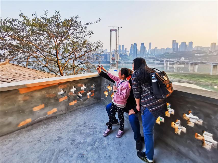 重庆:百年老巷换新颜 吸引市民打卡怀旧