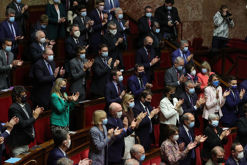 法国前国会议员在家遭暴力袭击 马克龙表示关切