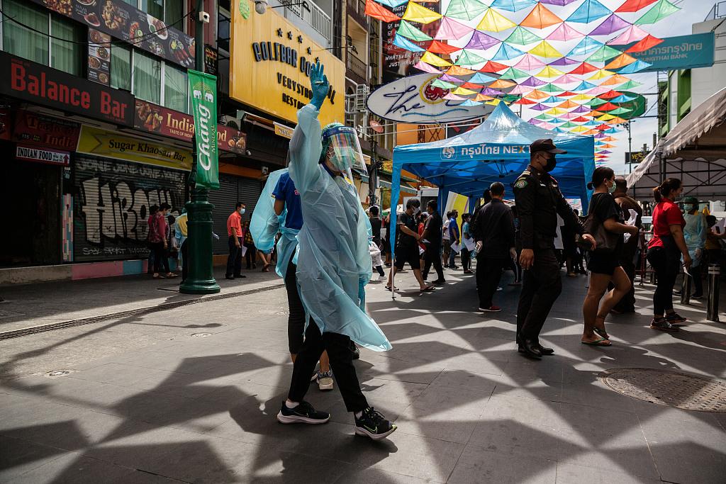 泰国单日新增新冠确诊病例连续4天过千例 首都曼谷疫情告急