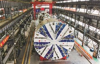 上海盾构机实现掘进与拼装同步进行