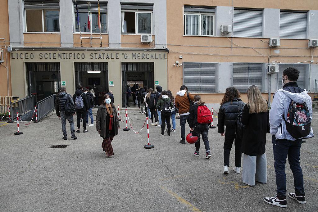 意大利那不勒斯高中学校重新开放 学生重返校园