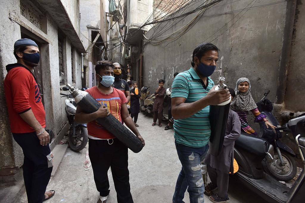 印度疫情形势严峻 医用氧气等医疗资源紧缺