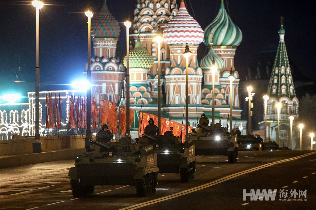 俄罗斯纪念卫国战争胜利76周年红场阅兵举行第二次夜间彩排