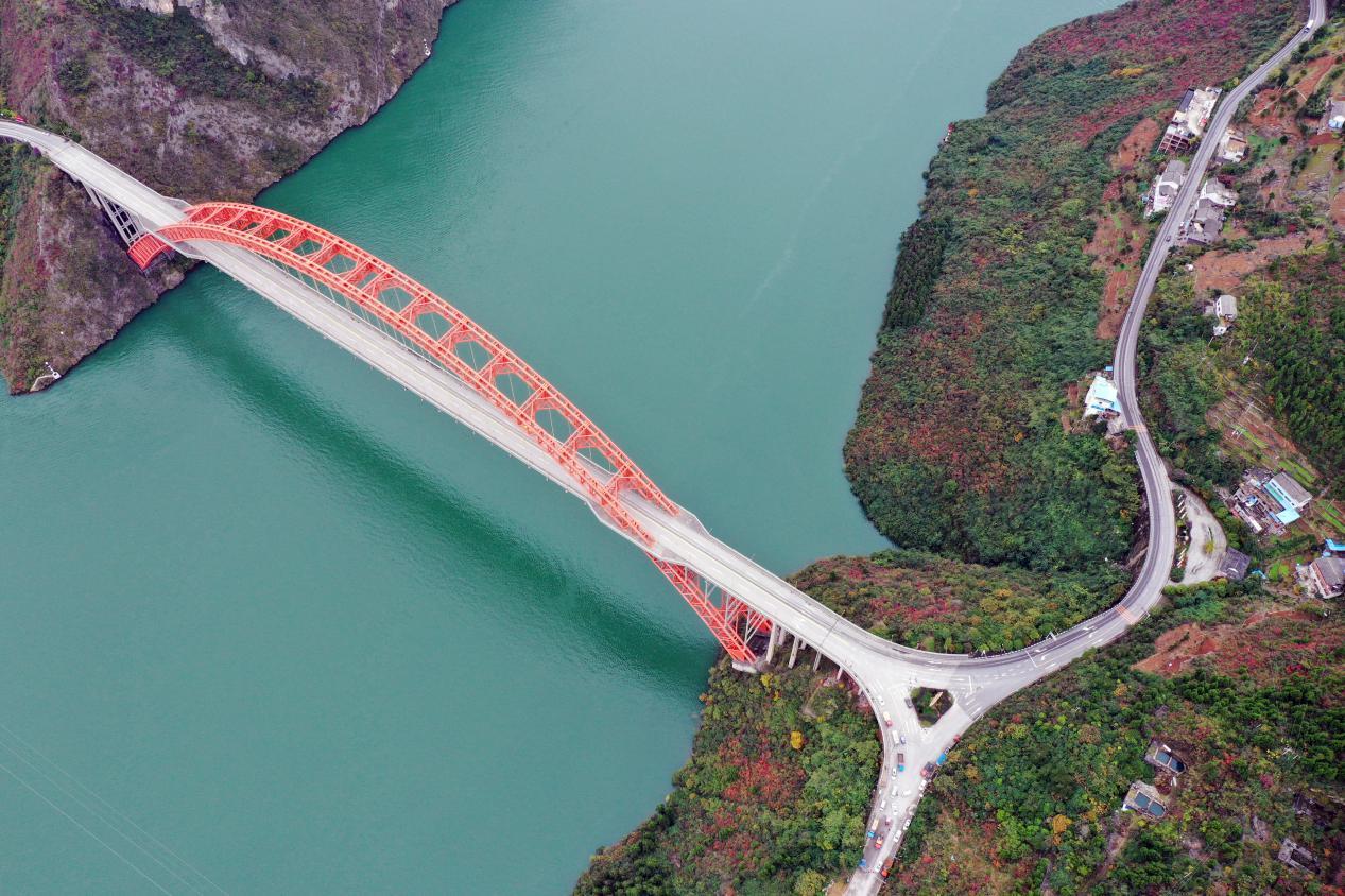 小三峡景区,位于长江支流大宁河上,包括龙门峡、巴雾峡、滴翠峡,位于巫山县北侧