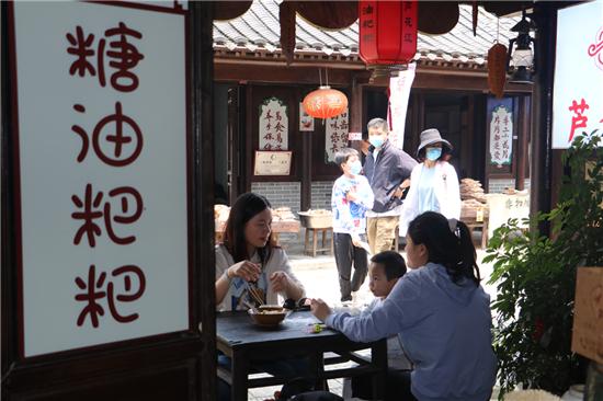 """湖南长沙:展示文化内涵的""""美食名片""""备受青睐"""