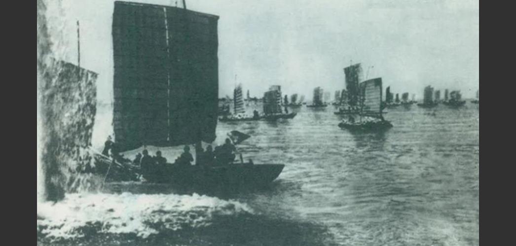 1949年4月20日晚和21日,第二、三野战军发起渡江战役,迅速突破国民党军的长江防线。
