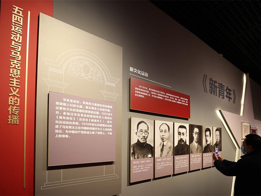 """海外网评:中国共产党何以带领中国人民""""站起来"""""""