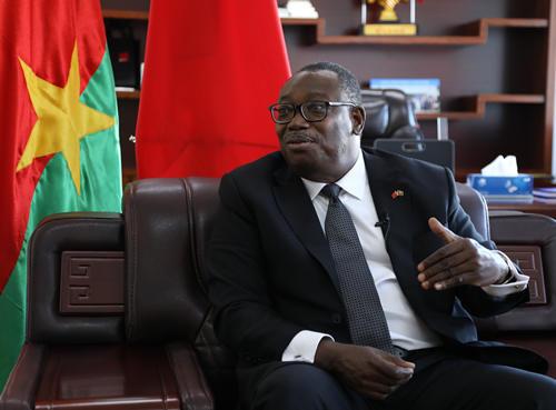 布基纳法索驻华大使:阿达马·孔波雷