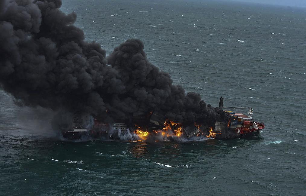 科伦坡港附近一货船爆炸