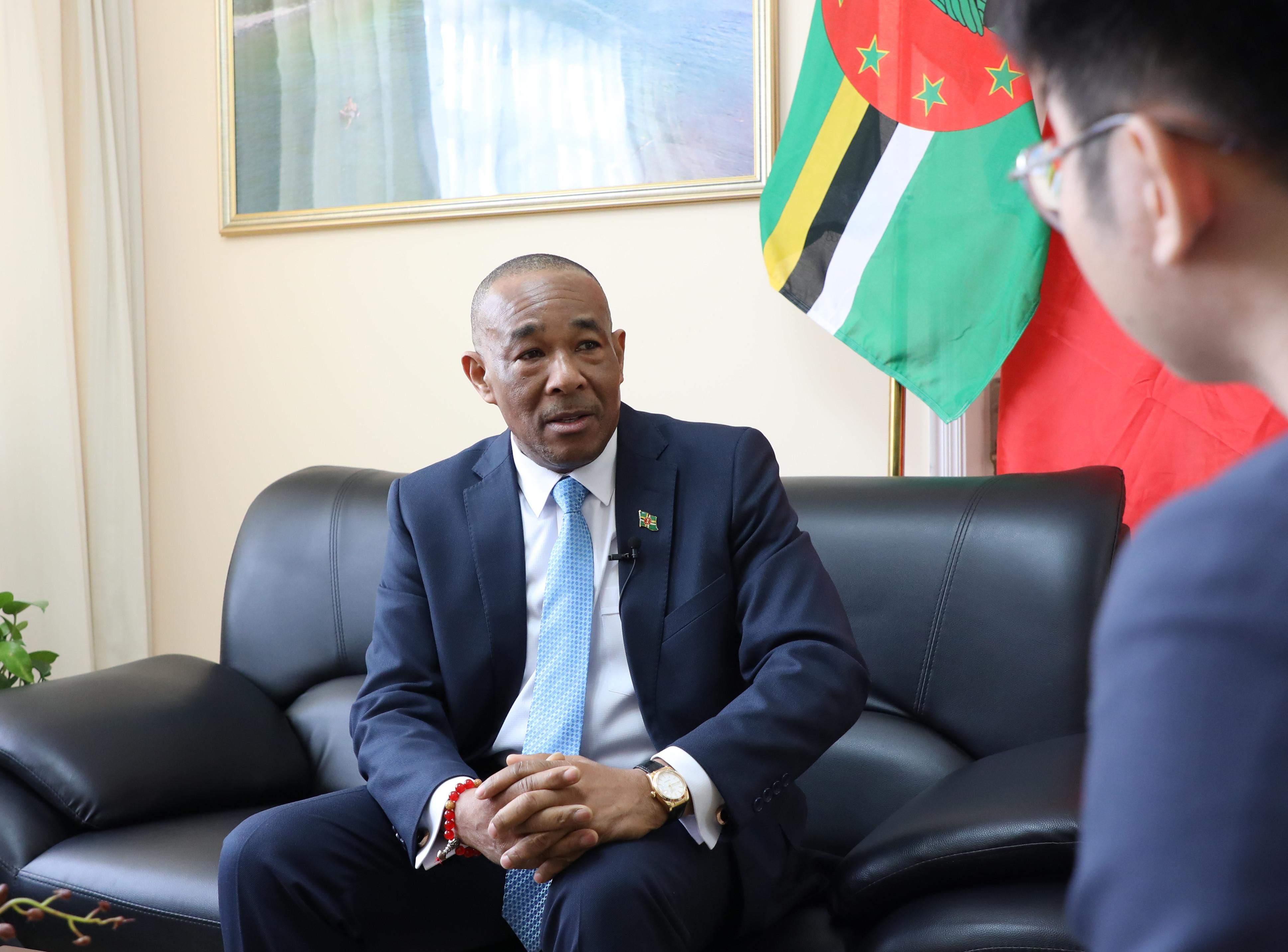 多米尼克驻华大使:马丁·查尔斯