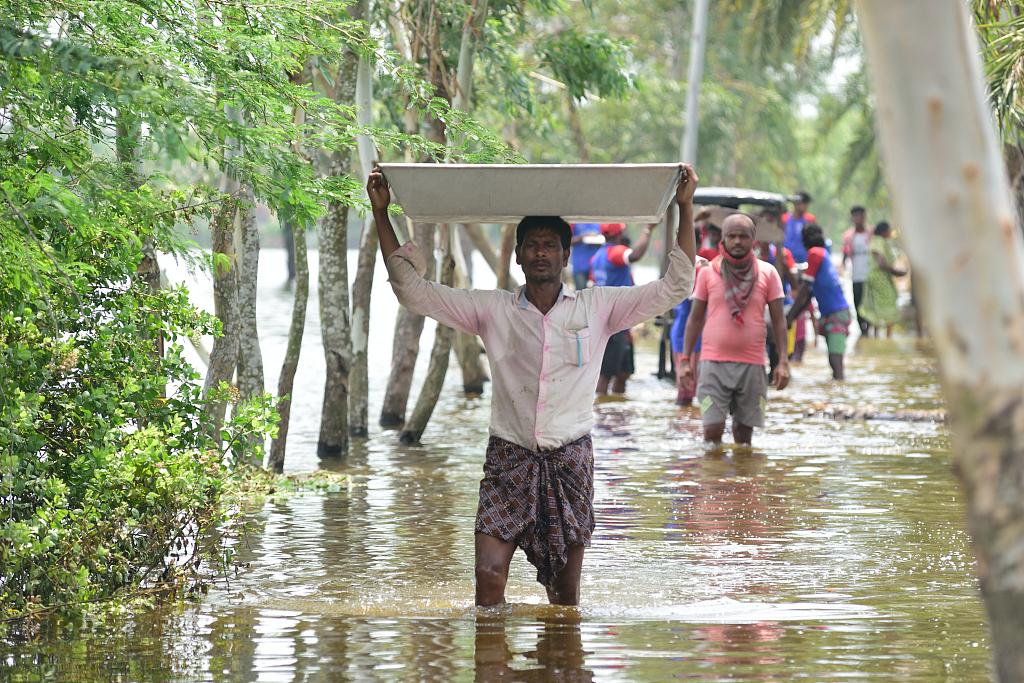 """热带气旋""""亚斯""""袭击印度 村民生活受严重影响"""