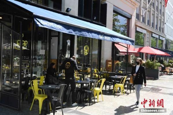 """当地时间5月19日,法国启动第二阶段""""解封"""",部分恢复开放文化和餐饮场所,大多数餐饮场所已经恢复在露天平台的营业。<a target='_blank' href='http://www.chinanews.com/'>中新社</a>记者 李洋 摄"""